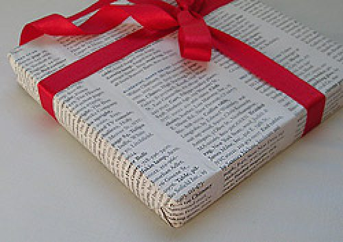 newspaper-gift-wrapping