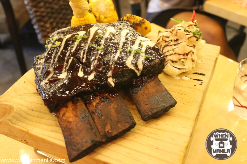 Red Garlic in Bonifacio High Street: Read, Eat and Drink to Your Heart's Content!