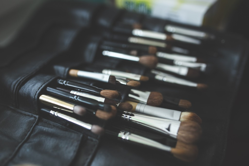 brush-791305_1920