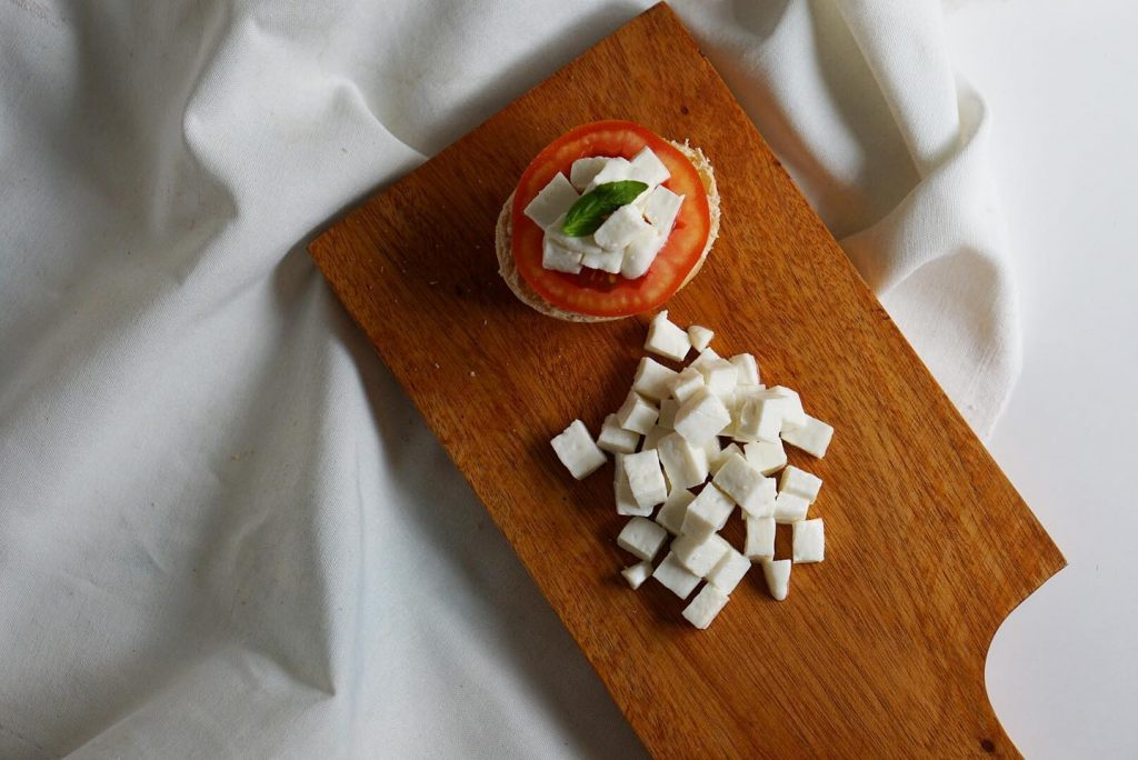 kesong puti with tomato and pandesal